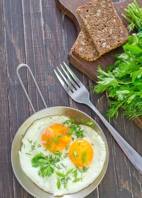 Jaja sadzone na maśle