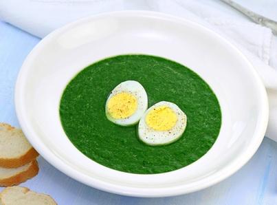 Zupa krem ze szpinaku z jajkiem na twardo