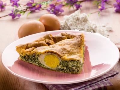 Kulebiak z jajkiem i zielonym nadzieniem