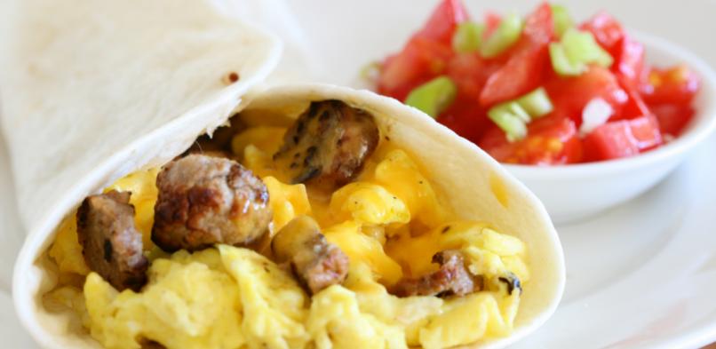Tortilla z jajecznicą i mięsem