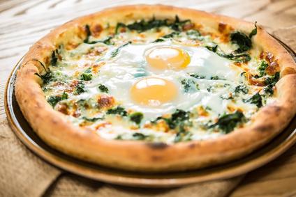Pizza z jajkiem sadzonym