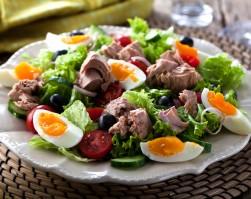 jajeczna sałatka z tuńczykiem